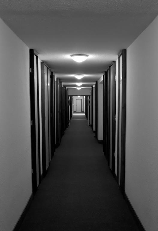 Top La porte au bout du couloir - Photo Urbex - Exploration Urbaine  MV75