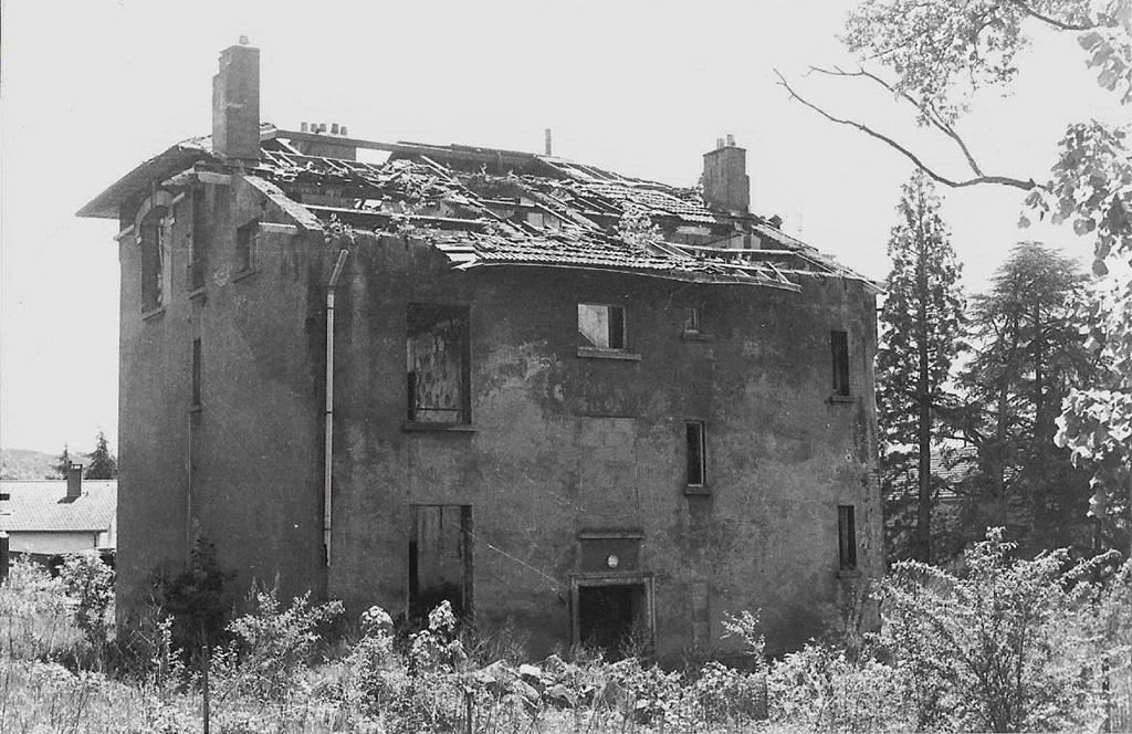 maison brûlée st etienne argentique.jpg